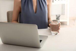 Água potável no trabalho é lei: você sabia?