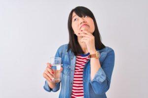 Beber água emagrece mesmo? Entenda porque.