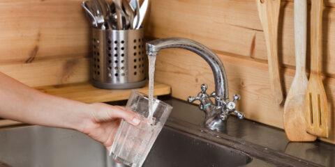 Beber água da torneira faz mal para a saúde?